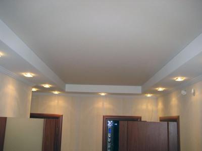 Белые потолки – универсальные и применяются в различных стилях интерьера