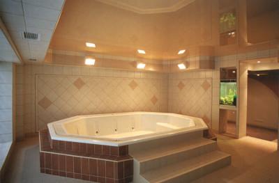 """Натяжной потолок в ванной, разработанный дизайнерами компании """"Парус"""""""