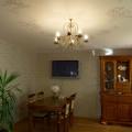 Сатиновый потолок с узором в столовой
