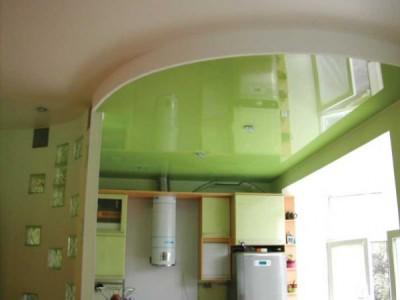 Натяжные потолки позволяют внедрить различные дизайнерские идеи
