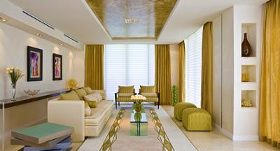 Шовные натяжные потолки с элементами деревянного декора