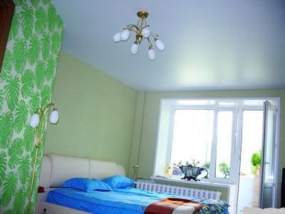 Вид потолка в спальне