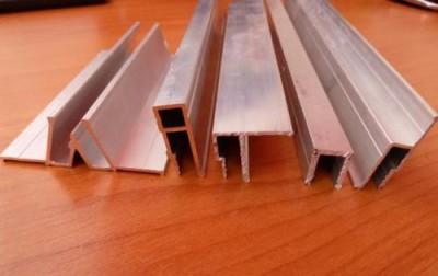 Разновидности алюминиевых багетов для натяжных потолков