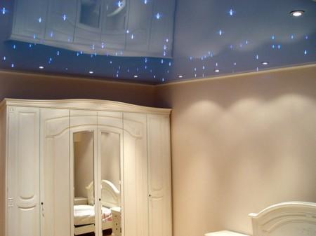Одноуровневый потолок с имитацией «звездного неба»