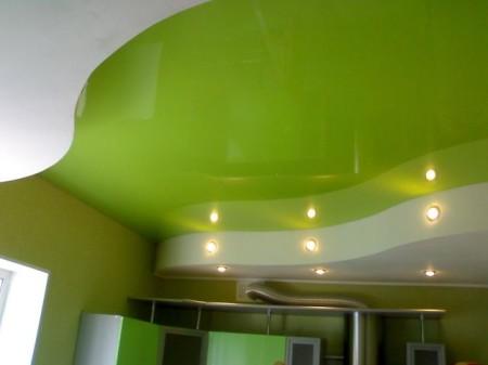 Оформления потолка в кухне