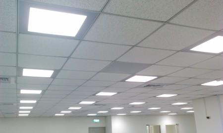 Модульные вариации светильников в офисном здании