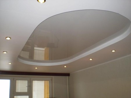 Лаконичный белый стиль натяжной конструкции