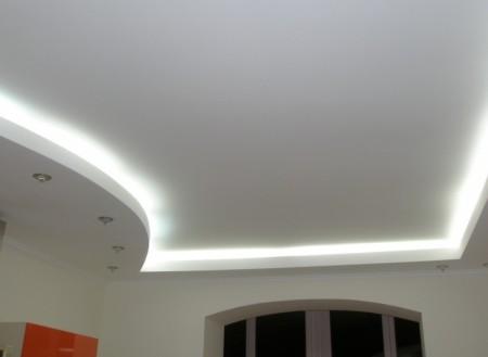 Белый матовый многоуровневый потолок