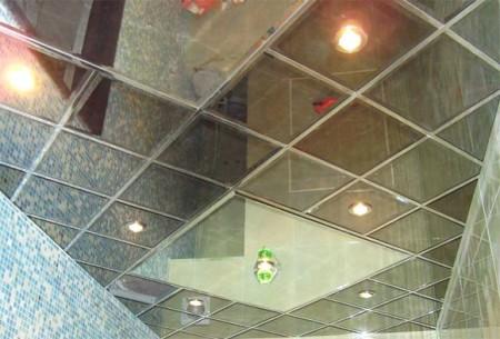 Такая потолочная конструкция прослужит длительный период времени, смотрится стильно и красиво, создает уютную атмосферу