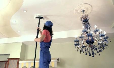 Натяжной потолок и его правильное мытьё