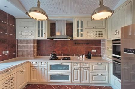 Кухонный интерьер с пластиковым потолком