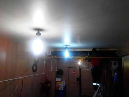 Натяжной потолок в гараже