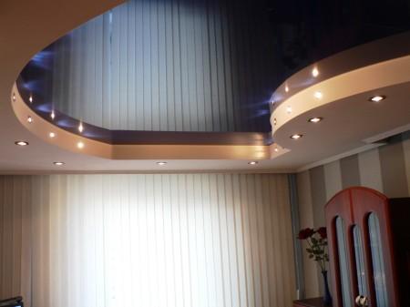 Двухуровневый потолок из гипсокартона, выполненный в привлекательном дизайне