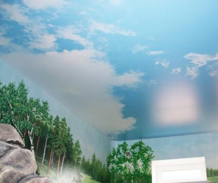 Фото натяжного потолка: небо в качестве продолжения стены