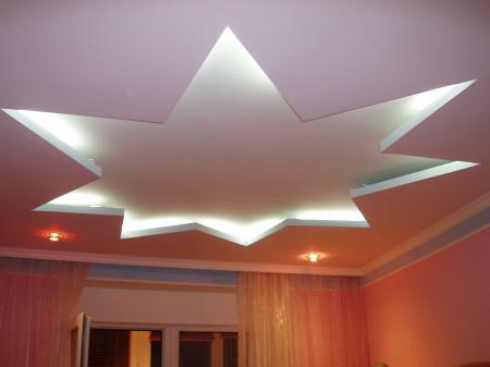 Потолок в форме звезды с подсветкой
