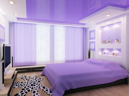 Эффектная спальная комната в фиолетовых оттенках с нестандартной формой потолка из гипсокартона