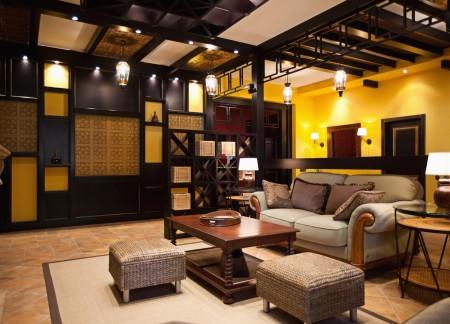 Черные элементы декора и пастельное полотно – интересное решение