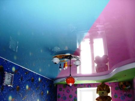 Потолок в трех цветах – интересное решение для детской комнаты