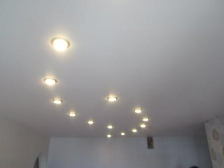 Встроенные источники света в подвесной потолок