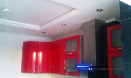 Гипсокартонные потолок на кухне
