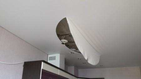 повреждение потолков в зале в месте крепления точечных светильников и ламп