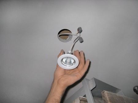 Установка приборов освещения для потолочной системы