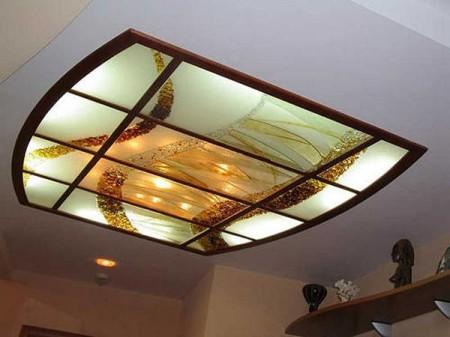 Натяжной потолок с подсветкой и акриловыми вставками