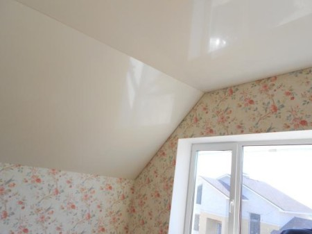 Потолок, выполненный под углом
