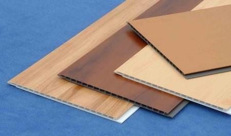 Разновидности ПВХ панелей для отделки потолка