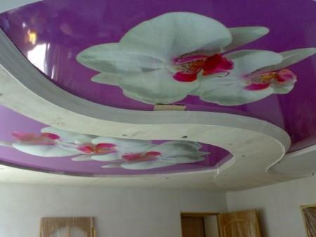 Красивое оформление спальни, присутствует знак Инь Янь