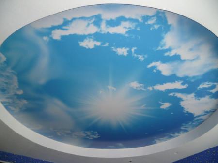 Изображение неба на потолке