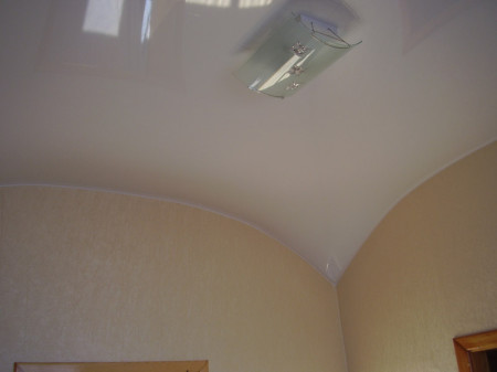 Фото комнаты, сделанной в форме арки