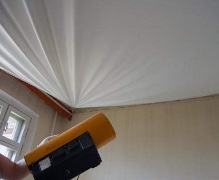 Установка сатинового потолка