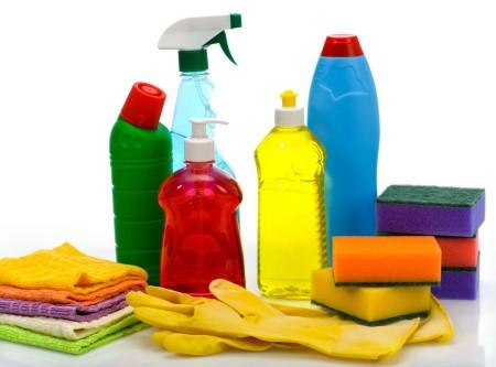 Ткань и средство для мытья потолка