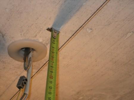 Измерение высоты потолка по углам
