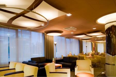 Использование акустических потолков системы Армстронг «Frequence» в ресторане