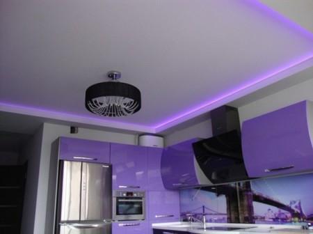 Комната со скрытой подсветкой светодиодными лентами