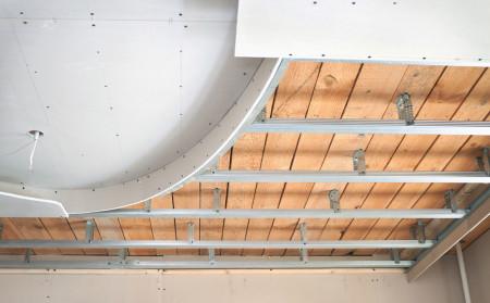 Создание каркаса под подвесной потолок из гипсокартона