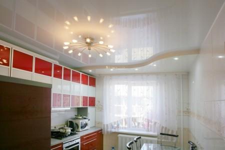 Глянцевая поверхность в интерьере кухни