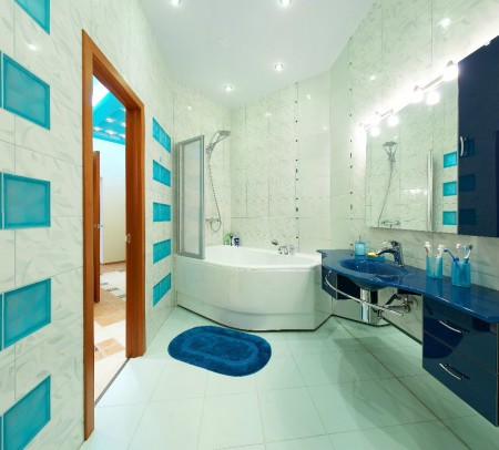 Интересный дизайн в ванной