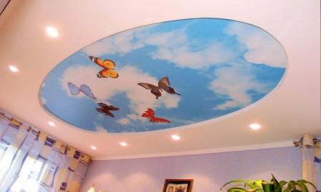 Бабочки на фоне неба