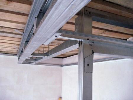 Установка каркаса для подвесной конструкции