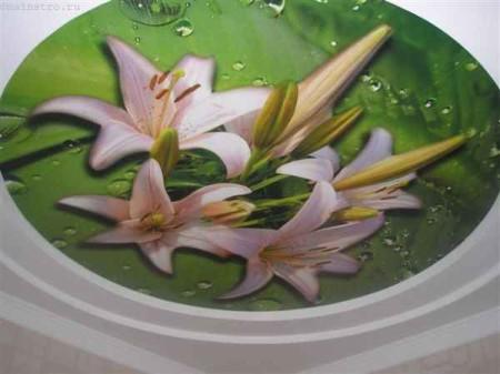 Объемные лилии и капли воды