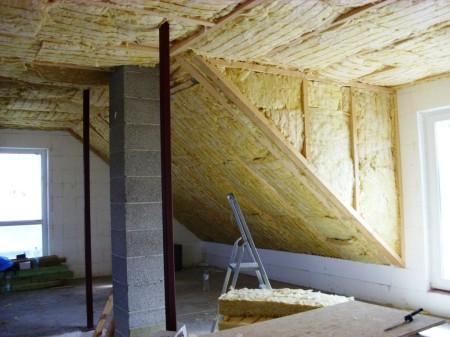 Обязательно выполнить утепление потолочного покрытия