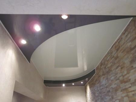 Фото интерьера двухуровневого ПВХ потолка с источниками света