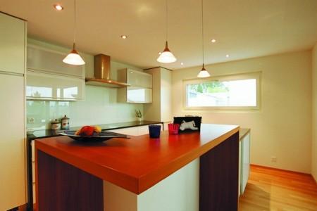 Матовый потолок в интерьере кухни