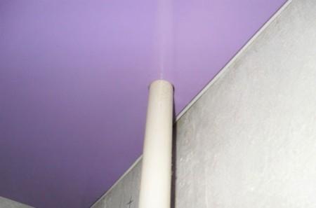 Обвод с установкой пластикового элемент под натяжным полотном