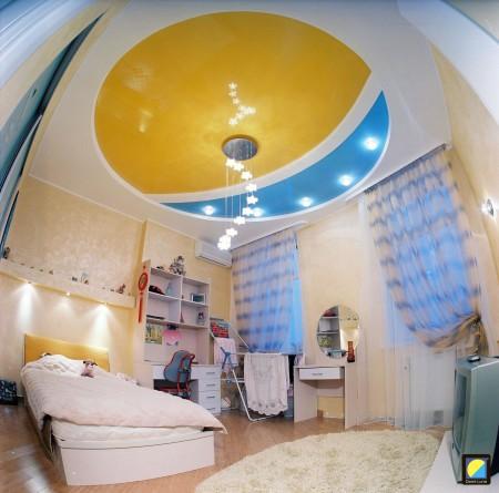 Интерьер детской с двухцветным потолком