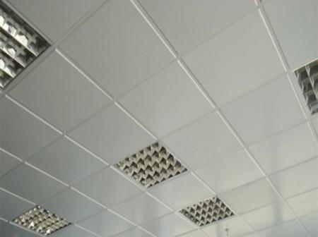 Белый алюминиевый кассетный потолок