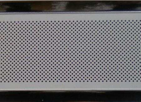 Перфорированная рейка обеспечивает лучшую звукоизоляцию, улучшает вентиляцию